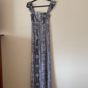 Flynn Skye Floral maxi blue/white - size small